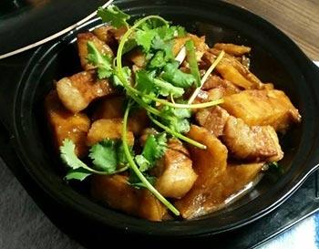 黄焖五花肉米饭